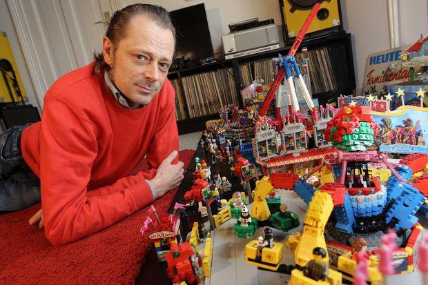 Jan Preuß baut aus Lego sehr aufwendige und mit Motoren angetriebene Kirmes-Fahrgeschäfte (Frank Thomas Koch)